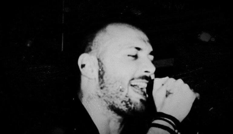 Mai Più, il singolo d'esordio di Alessandro Liberini. Intervistato per WebRadio SenzaBarcode.