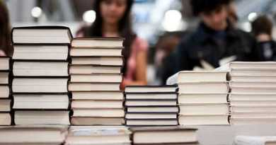 Scuola. Campidoglio, pubblicato il bando per l'erogazione dei buoni libro. Domanda dal 18 agosto al 1 dicembre 2020.