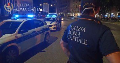 Movida, interventi della Polizia Locale nel fine settimana. Chiusi tre locali per assembramenti e un trentunenne denunciato a Campo de' Fiori.