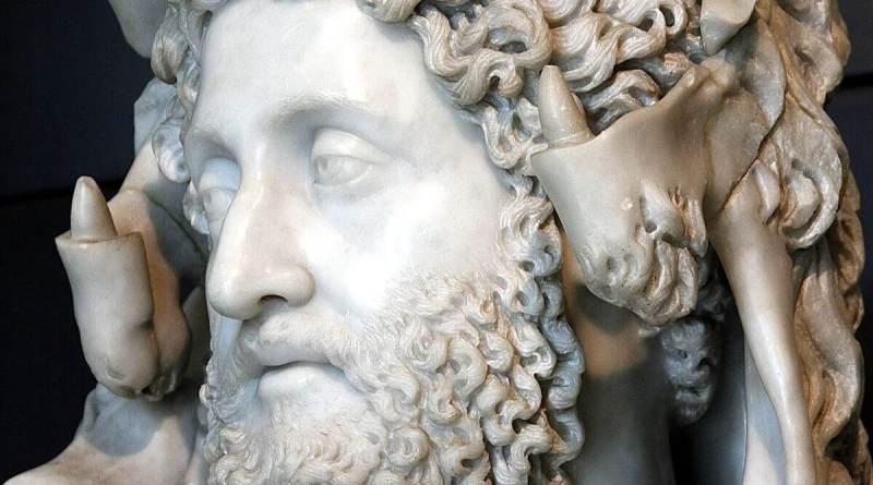 Lucio Elio Aurelio Commodo -questo il suo nome completo- nasce a Lanuvio il 31 agosto del 161; fin da piccolo riceve un'ottima educazione e segue il padre ovunque nei suoi viaggi, dalla frontiera danubiana all'Oriente.