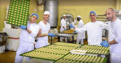 Dolci Evasioni è un nome allusivo e accattivante che fa riferimento ai prodotti dolci realizzati dai detenuti della Casa Circondariale di Siracusa.