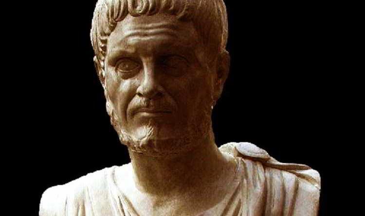 Si sa poco sulle origini di Diocleziano, nato Diocle: si ritiene comunemente che sia nato nel 244, forse il 22 dicembre, ma alcuni sostengono sia nato un paio di anni prima e qualcuno addirittura nel 236.