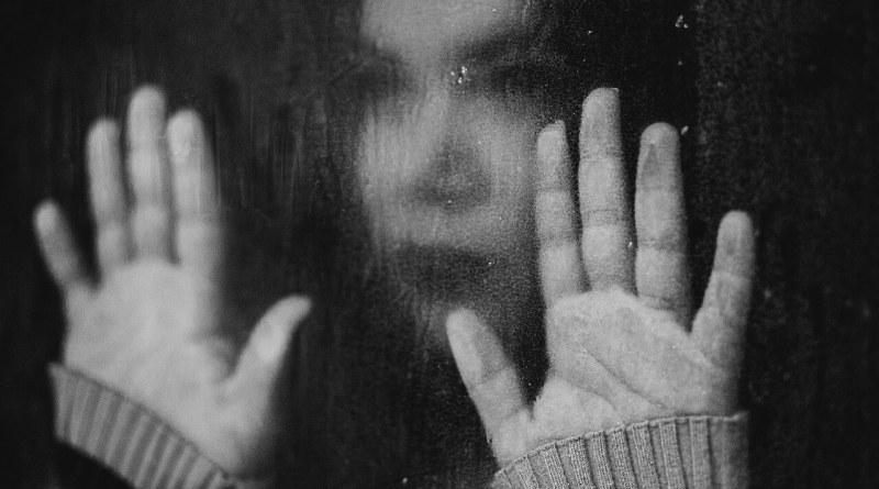 L'endometriosi si ripercuote sulla vita della donna invalidandola. Marzo il mese della consapevolezza. Con Annalisa Frassineti e Michela Masat Foto di KLEITON Santos da Pixabay
