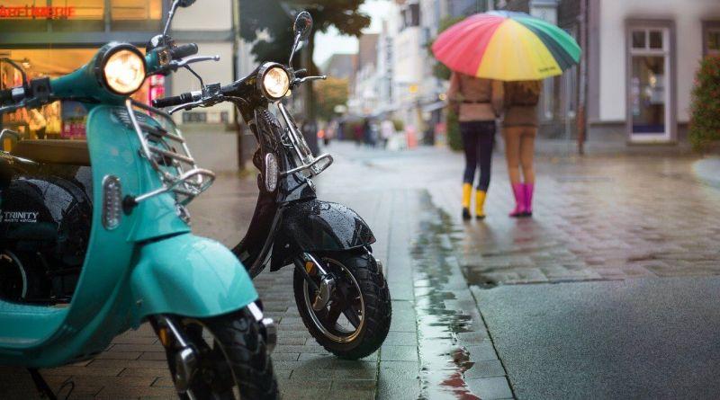 Riesplode la moda delle due ruote: come stipulare un'assicurazione scooter e motorino completa e competitiva?