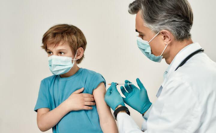 """Vaccini; Alessio D'Amato: """"somministrazioni junior 12-16 anni spostate a partire da dopo Ferragosto""""."""