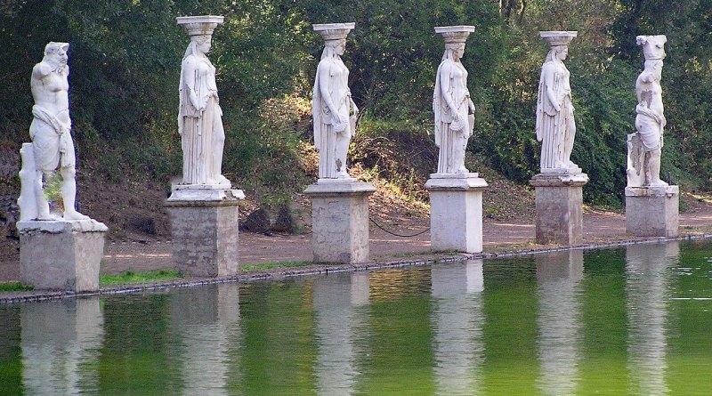 Villa Adriana è un sito archeologico di straordinario impatto e di grande importanza storica che sorge a Tivoli, pochi chilometri da Roma. Foto di lapping da Pixabay