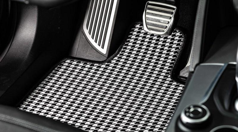 Da qualche tempo a questa parte sono tra gli accessori per auto più ricercati sul web: i tappetini.