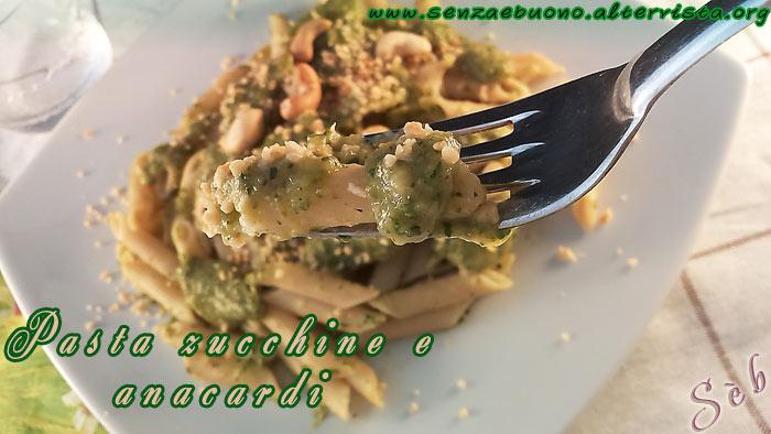 Pasta di riso con crema di zucchine e polvere di anacardi