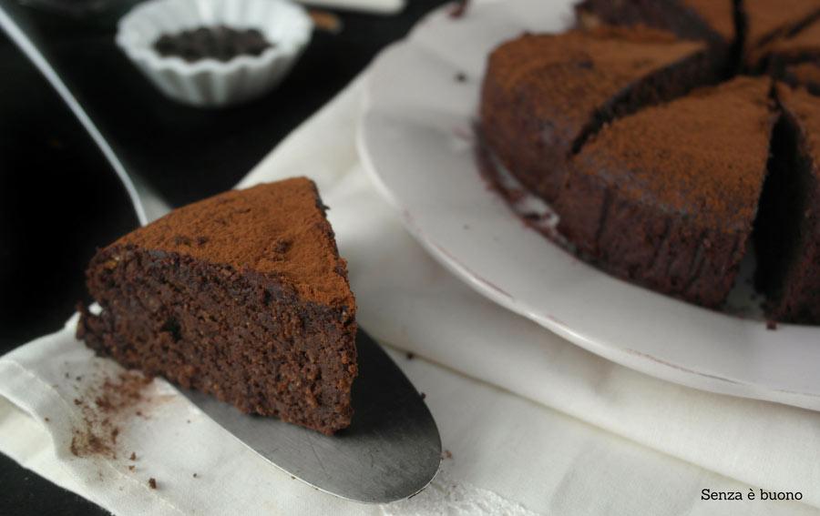 Torta al cioccolato senza farina con caffè, cocco e rum