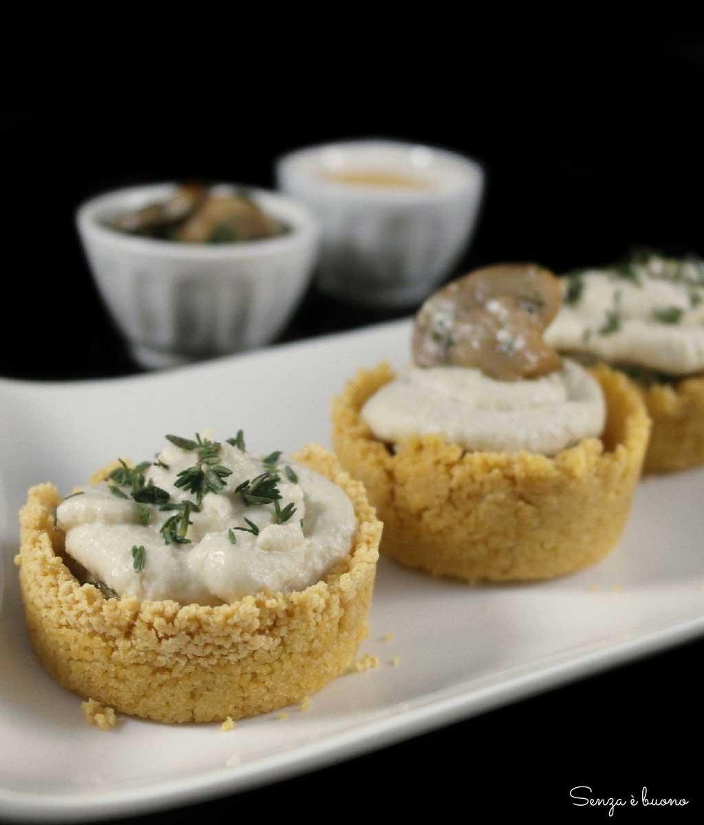 Semplici crostatine di cous cous ripiene di funghi e crema di carciofi Probios