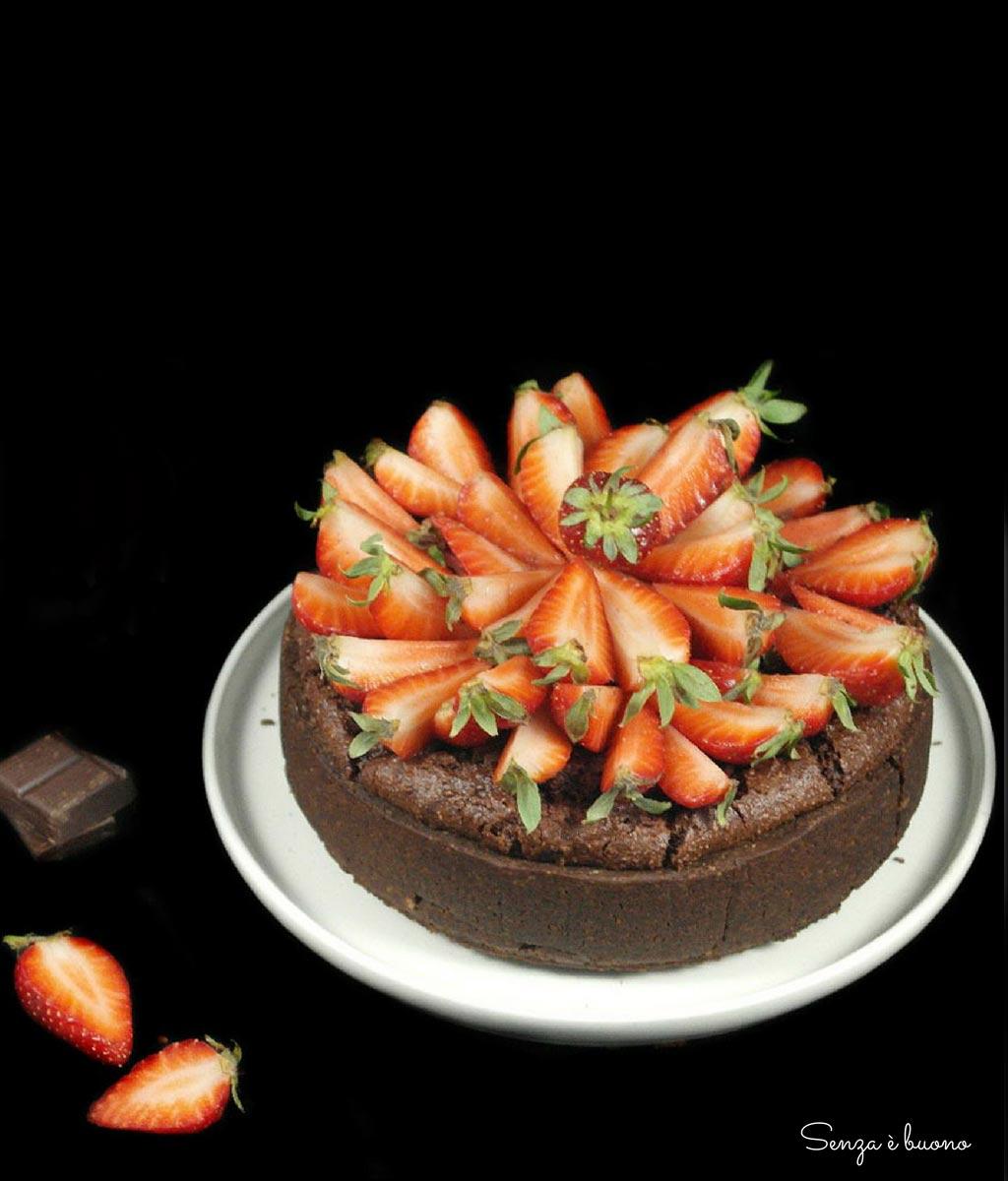 Crostata brownie alle fragole senza glutine vegan