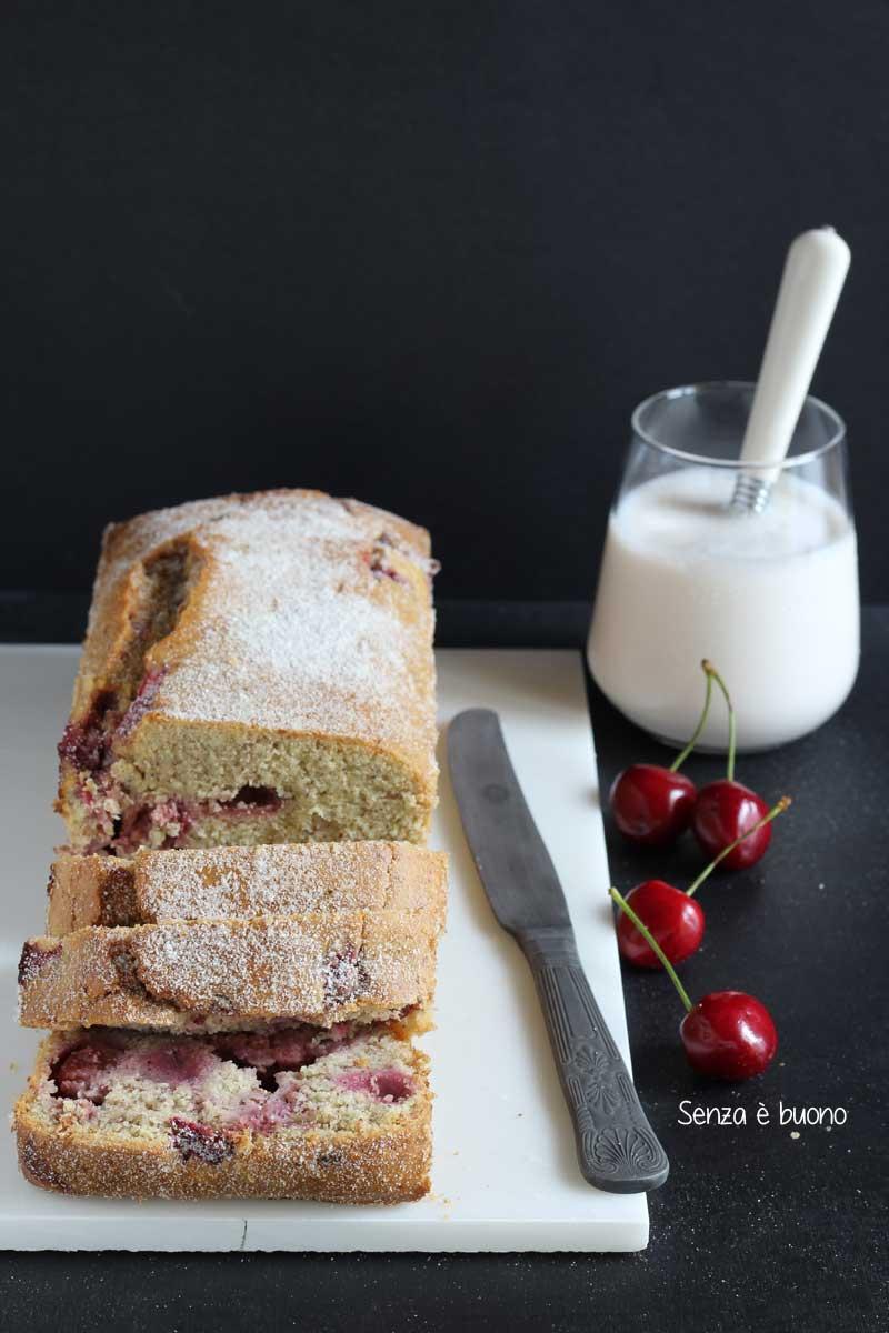 Plumcake soffice con ciliegie, lamponi e fragole senza glutine
