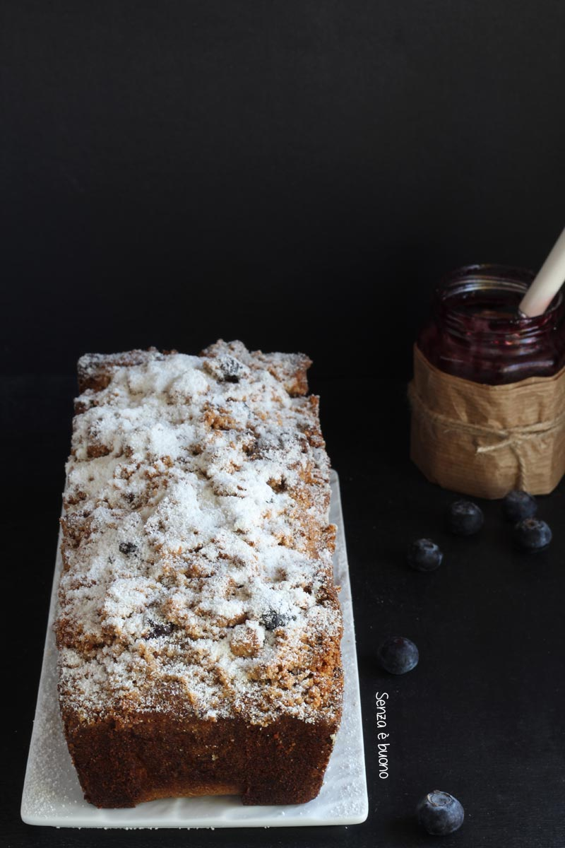 Banana bread ai mirtilli senza glutine vegan con crumble