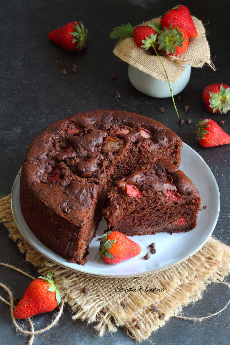 Torta fragole e cioccolato ricetta senza glutine senza lattosio