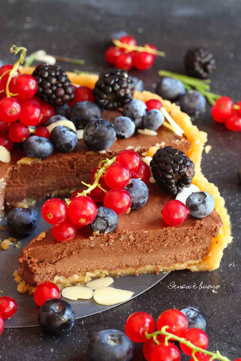 crostata vegan senza glutine con mousse all'acquafaba
