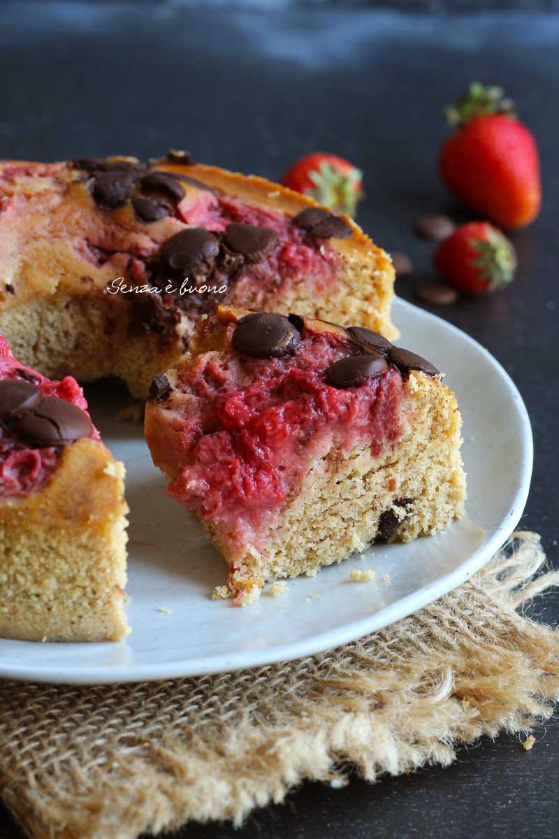 torta senza bilancia alle fragole e cioccolato