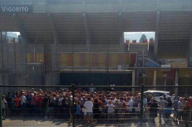 Tifosi del Benevento in coda per l'abbonamento