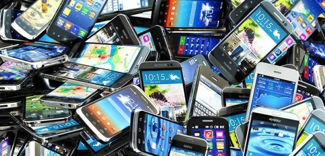 ea2ba55389e7 Mercato Smartphone: