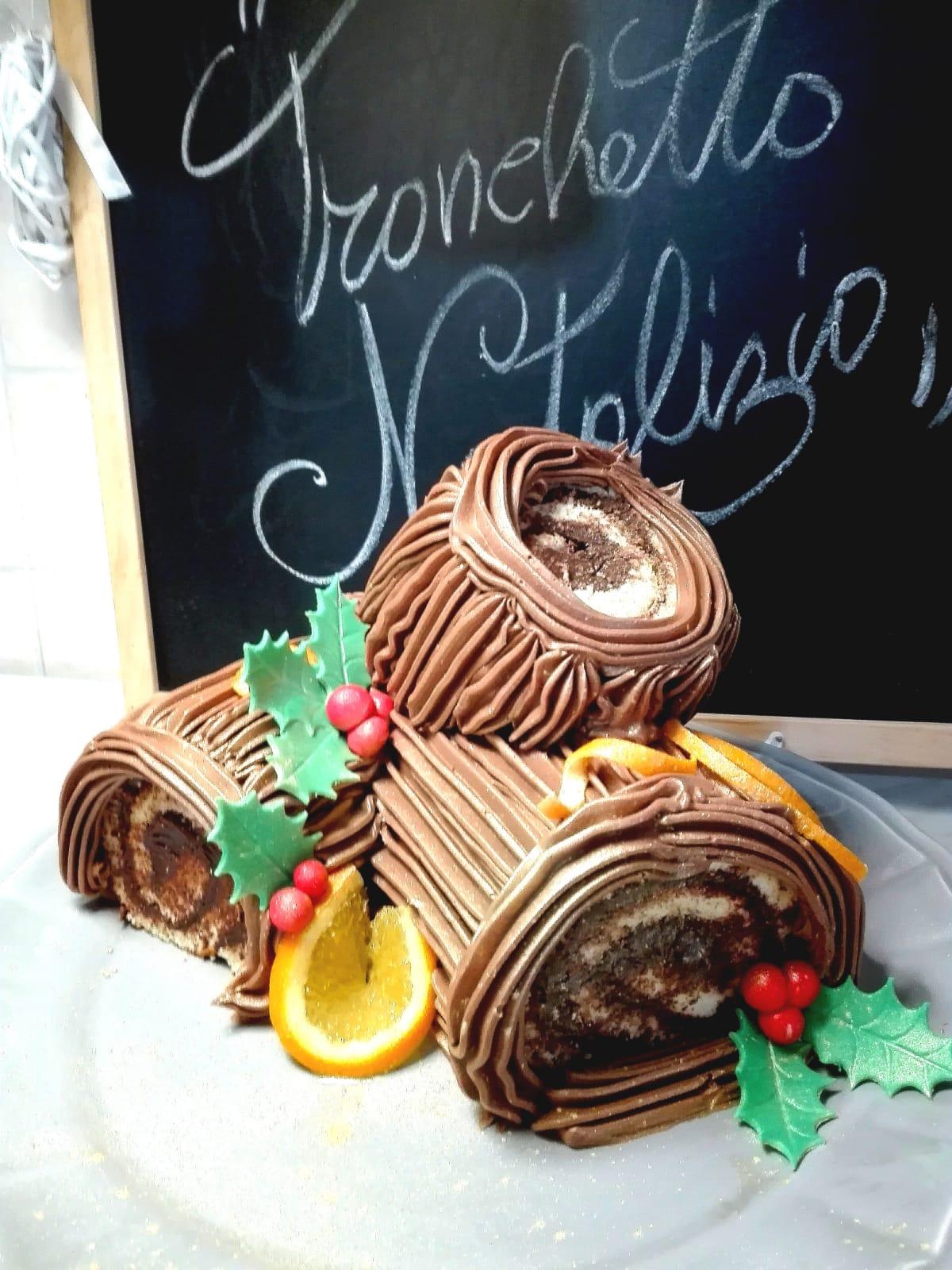 Ricetta Tronchetto Di Natale Con Panettone.Dolci Tipici Senza Linea