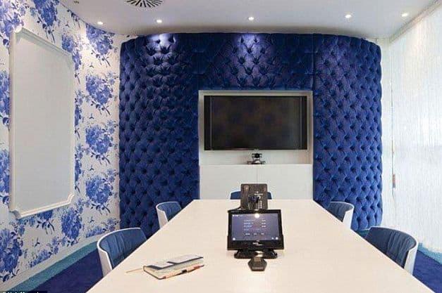 المكتب الجديدة لشركة جوجل بريطانية غرفة الإجتماعات