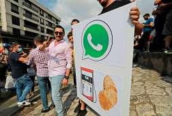 ضريبة واتساب تشعل الإحتجاجات في لبنان
