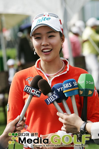 Hee Kyung is getting the attention she deserves!
