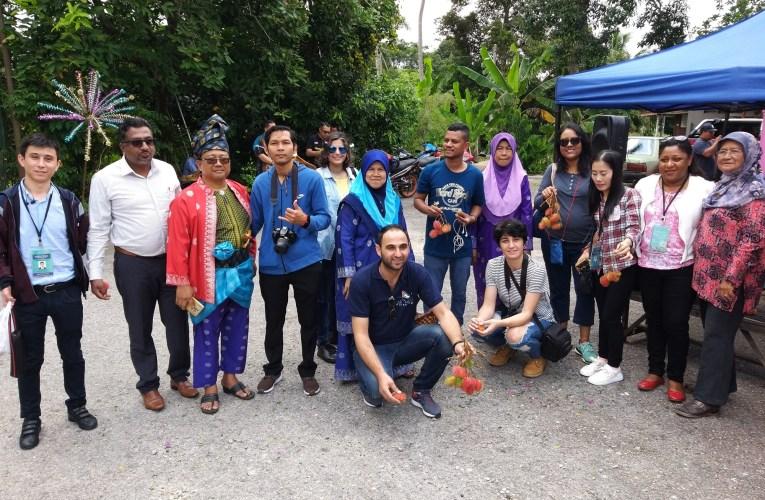 Homestay Kampung Ayer Limau Raikan Delegasi Islamic Tourism Centre MOTAC Dengan Onde-Onde
