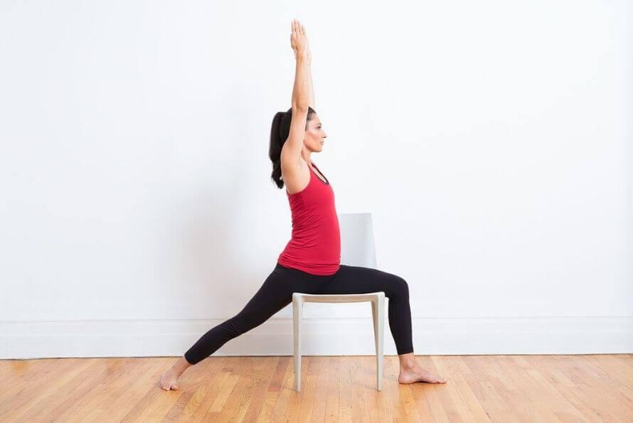 yoga sur chaise guerrier 1