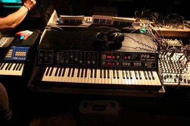 Dinosaurier_Synthesizer0179