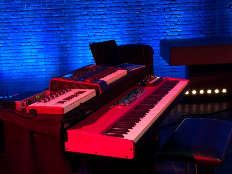 Roedelius_live_gear701