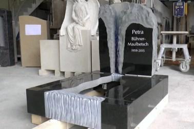 """Video: Grabstein mit Wasserfall """"Aqua"""" - Inklusive Einfassung"""