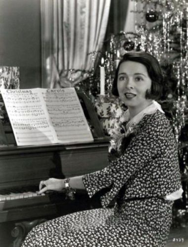 Colleen Moore, the Hollywood flapper who inspired F. Scott Fitzgerald, sings Christmas Carols, 1930's.