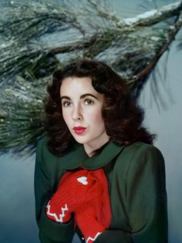 Elizabeth Taylor converted to Judaism when she married Mike Todd. But she never hesitated to celebrate Christmas.