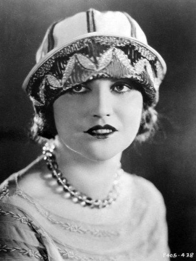Agnes Ayres starred opposite Rudolph Valentino in the film that, for a while, defined male hunkiness, The Shiek.