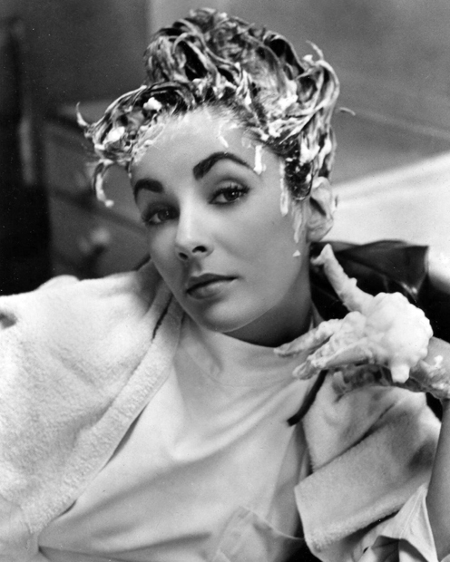 """And here's a wonderful photo of Elizabeth Taylor (1932 - 2011) getting her hair shampooed during production of """"Ivanhoe"""" 1952."""