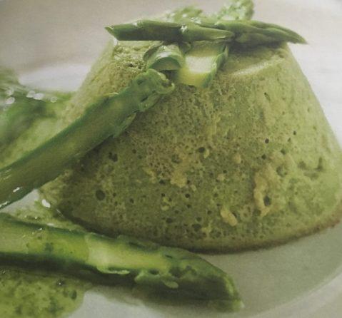 La mousse agli asparagi è una preparazione a base di verdure molto dlicataa