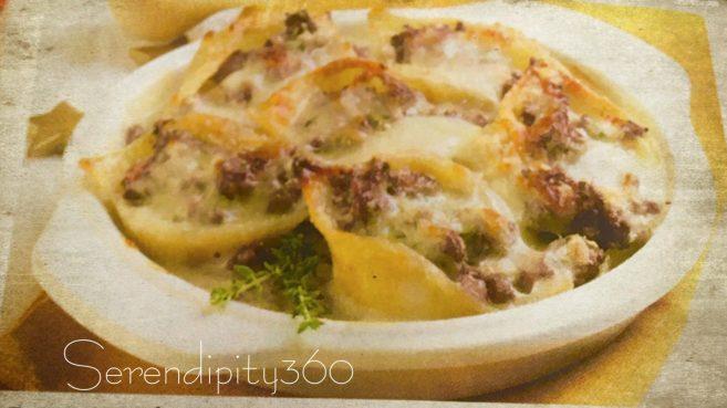 I conchiglioni al forno sono un primo piatto classico di conchiglioni ripieni