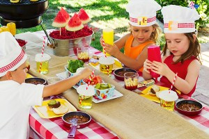 summer-bbq-party-table-kids-make-your-own-burger