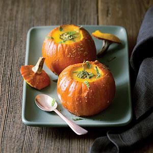 pumpkin-soup in shell