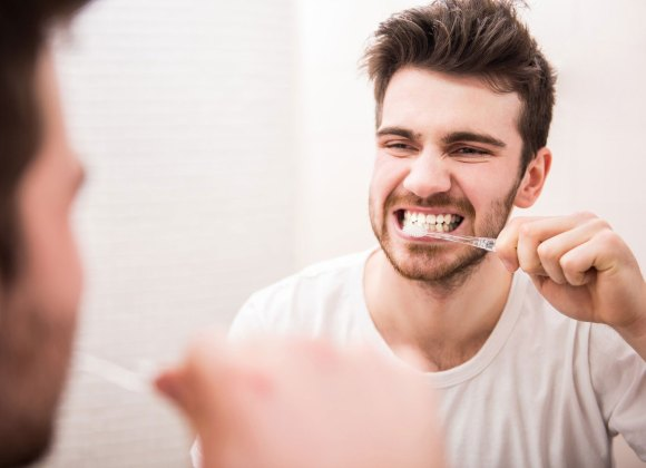 4 Mistakes You Make When Brushing Your Teeth