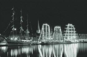 Bateaux éclairés dans le port de Saint-Malo - Serge Ducout - Photographie