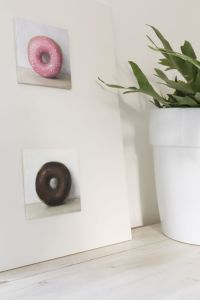Interieur schilderij Donut nr5 en nr6, olieverf op paneel, 15 x 15 cm, Serge de Vries