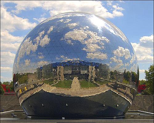 La Geode a Parigi nel parco de La Villette