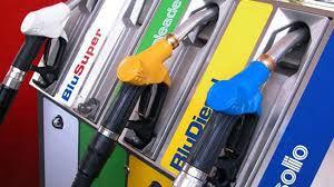 Chi paga il calo della benzina?