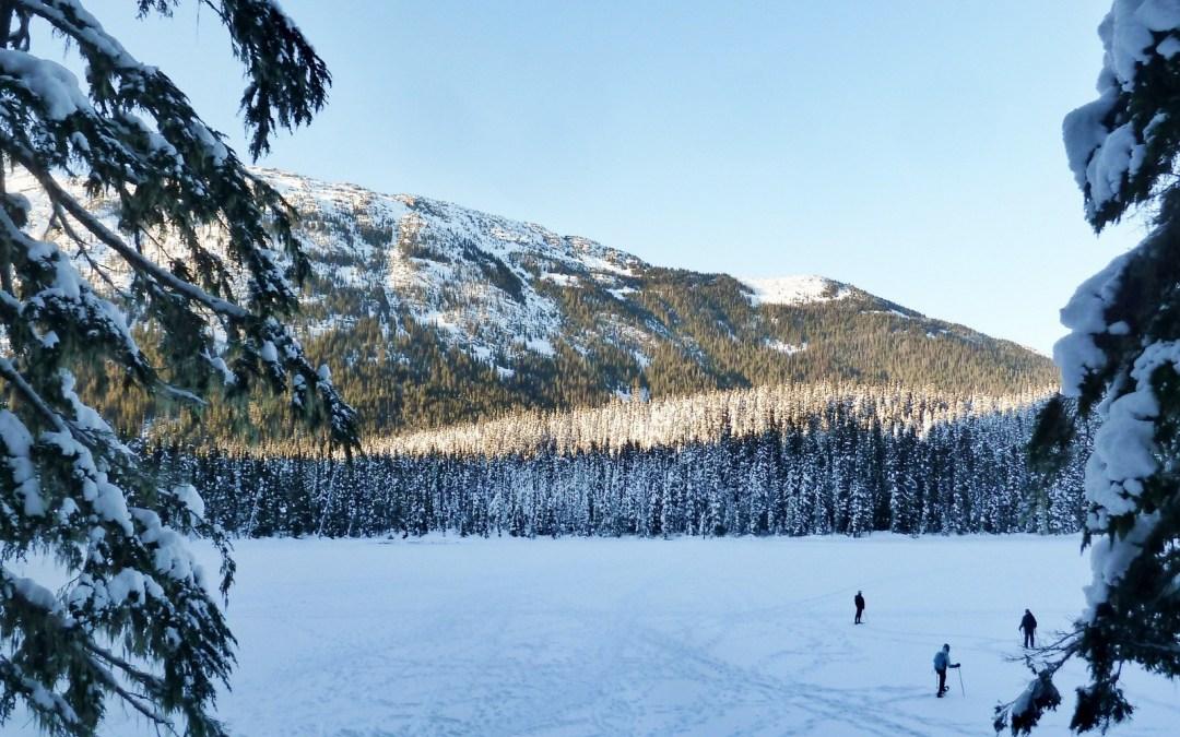Une randonnée hivernale dans le paradis blanc de Joffre Lakes Provincial Park