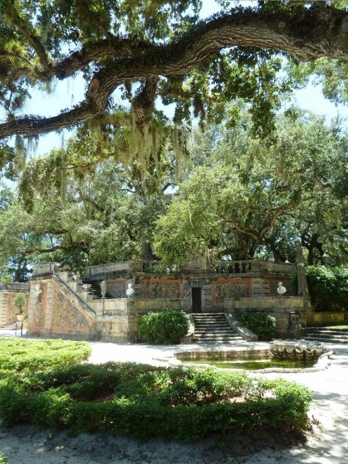 Statuts dans le jardin Vizcaya