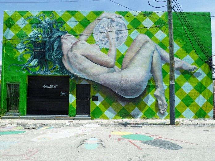 Wynwood femme nue et la lune street art