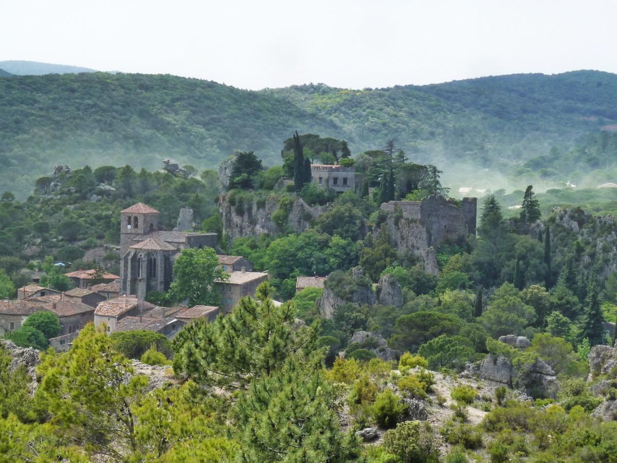 village depuis le cirque de Mourèze