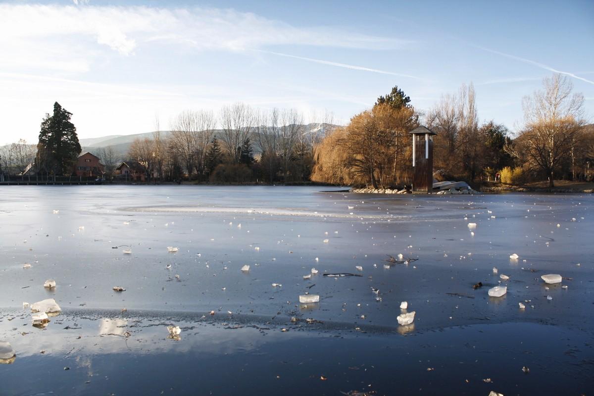 Puigcerdà et son lac en hiver, un paradis glacé au pied des Pyrénées