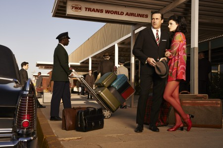 Mad-Men_Ext_Airport_Jon_Jessica_0895_0897_V2